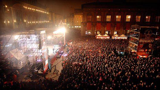 heritage_decade-2000_01_campioni_in_piazza